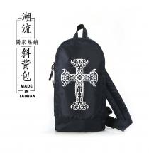 日系多功能-潮流斜背包(復古十字架)